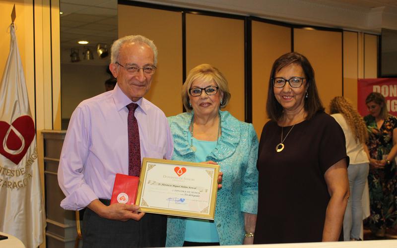 Miguel Millán, Santo de los Últimos Días, en su calidad de Delegado recibió el diploma de Honor