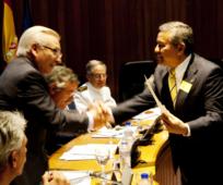 Sergio Flores recibiendo premio de FEDSANG