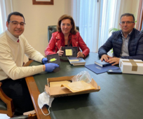 Presidente de la Estaca de Elche, Samuel López, se reunió con la alcaldesa del municipio, María Gómez García y con el concejal de bienestar social, Alfonso García Díaz.