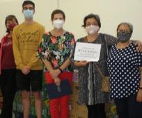 Participantes de la donación de alimentos y material