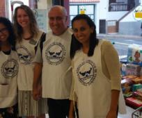 Voluntarios del banco de alimentos en Tenerife