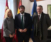 Susana Lorente y Leandro Guillén con Fernando López Miras, Presidente de la Comunidad autónoma de la Región de Murcia,