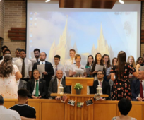 El coro de la estaca de Elche en la celebración del 50 aniversario de la Iglesia / Magdalena Parreño