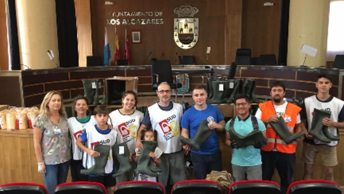Voluntarios de la Iglesia en el Ayuntamiento de Los Alcázares