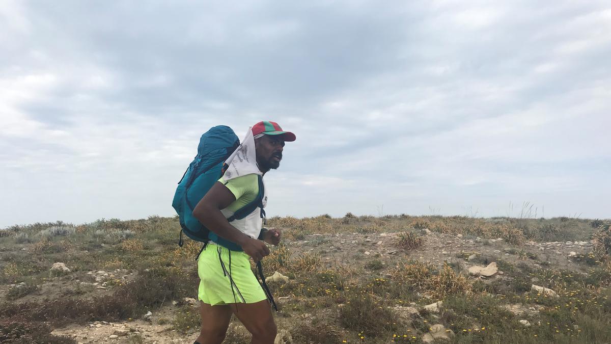 André Eloumou courant dans le sud de l'Espagne après 2 400 kilomètres.