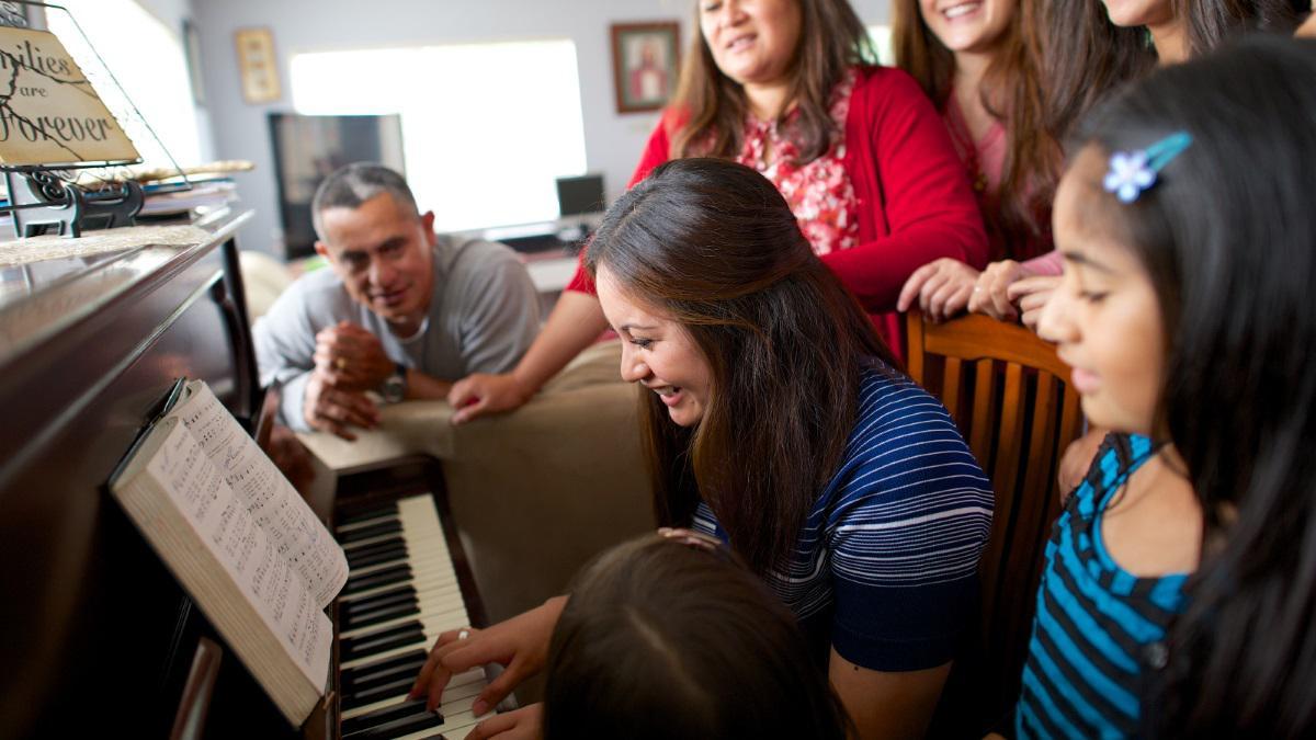 Family_singing