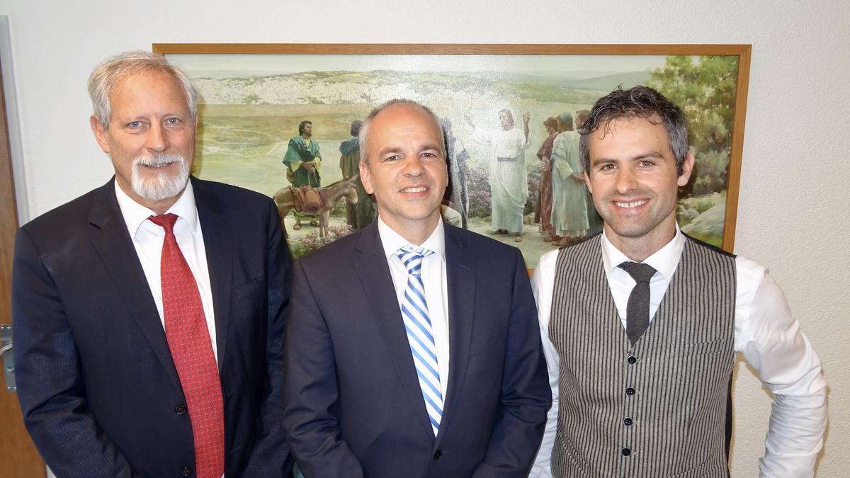 von links nach rechts: Georg Spinnler (Erster Ratgeber), Bischof Marc Rauh, Jan Schär (Zweiter Ratgeber)