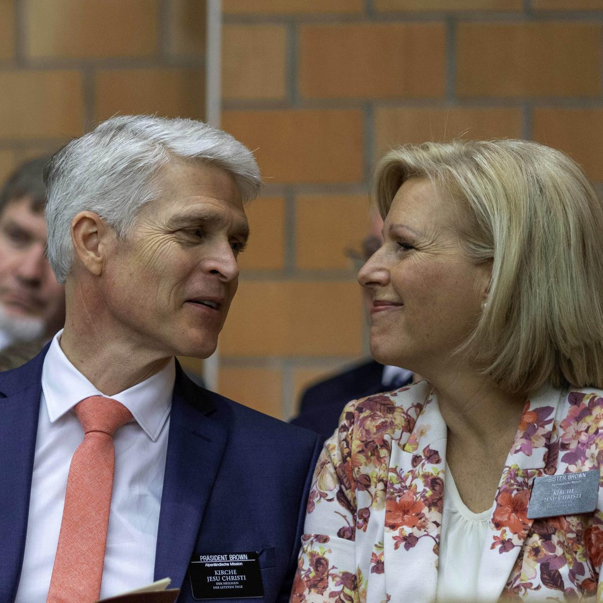 Missionspräsident Christopher Shawn Brown, mit Gattin Laura