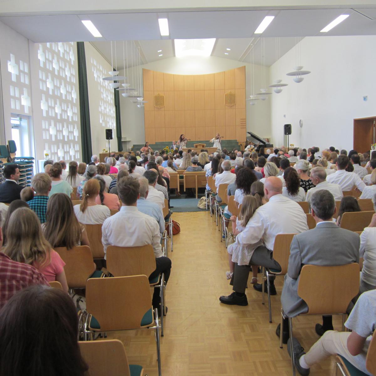 Publikum und die Familie Oaks Baker