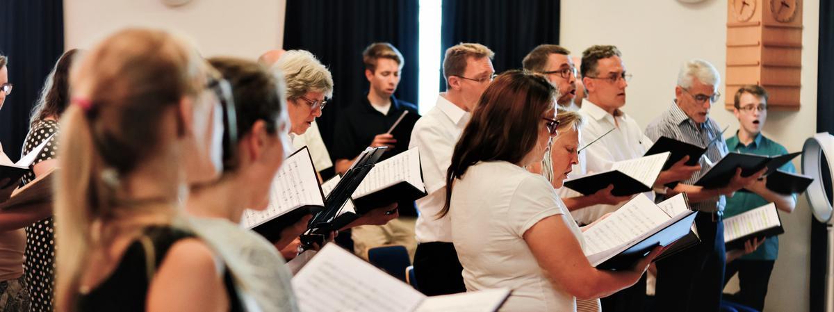 «Das Lamm Gottes» von Rob Gardner (*1978) wird als deutschsprachige Uraufführung an den Spielstätten Solothurn und St. Gallen aufgeführt.