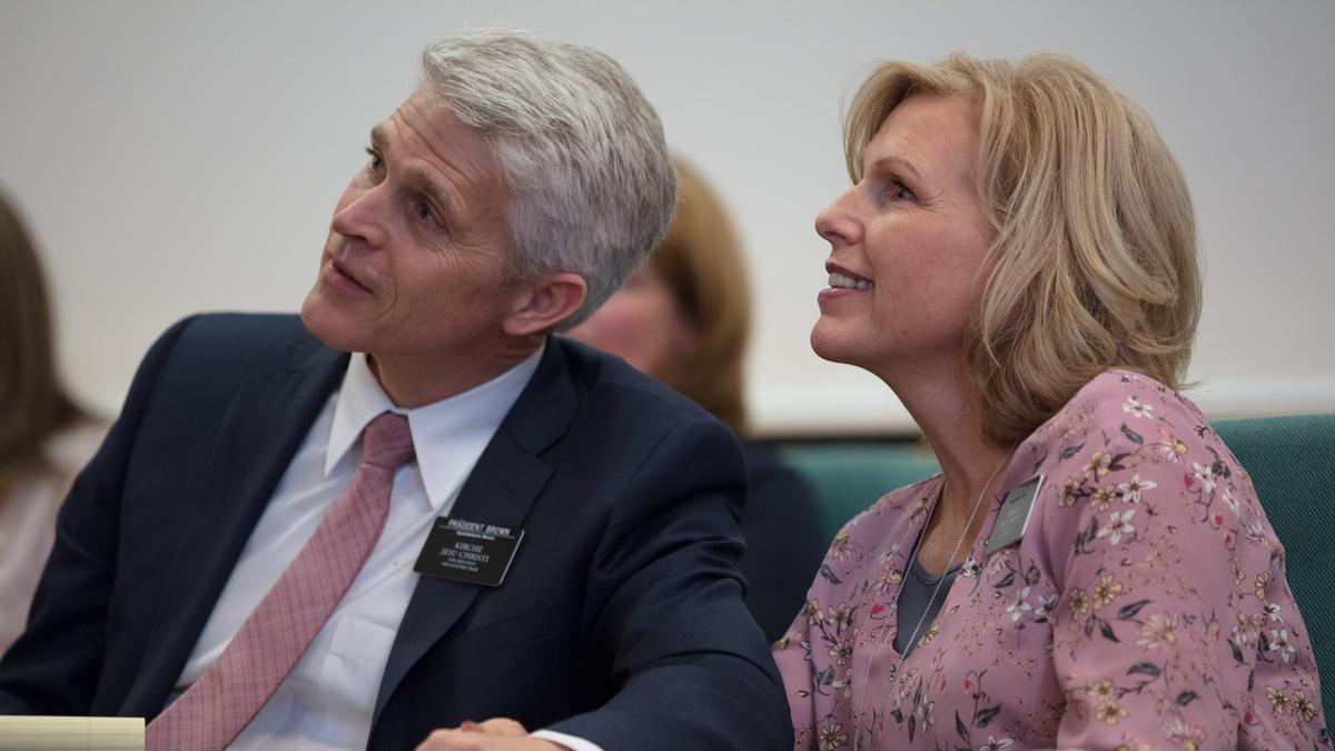Der Missionspräsident und seine Frau, Schwester Brown