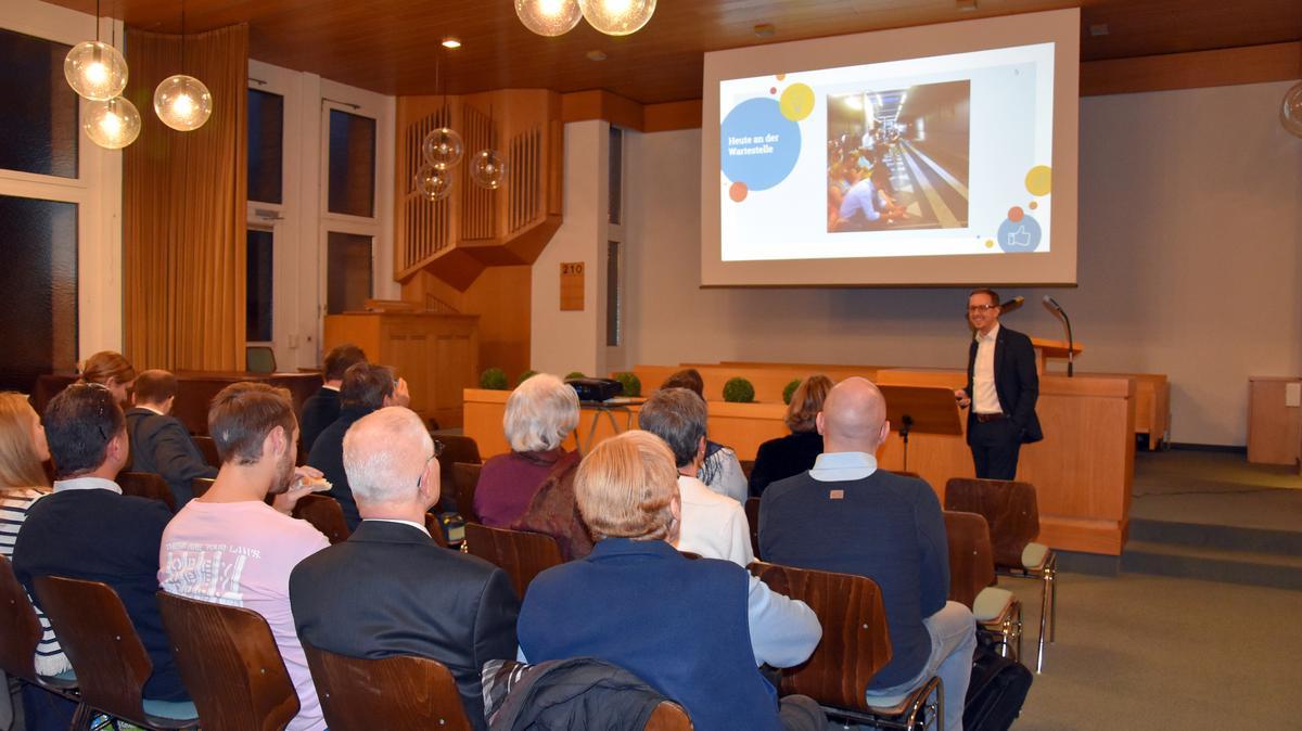 Christoph Schröder hielt einen Vortrag über die Sozialen Medien.