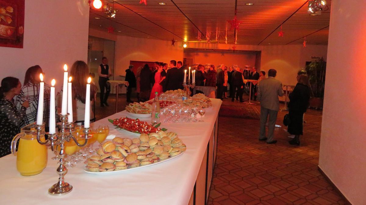 Die Teilnehmer genossen das köstliche Dinner