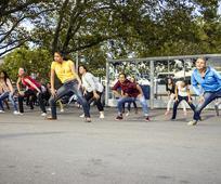 Junge Mitglieder begeistern Passanten mit einem Flashmob