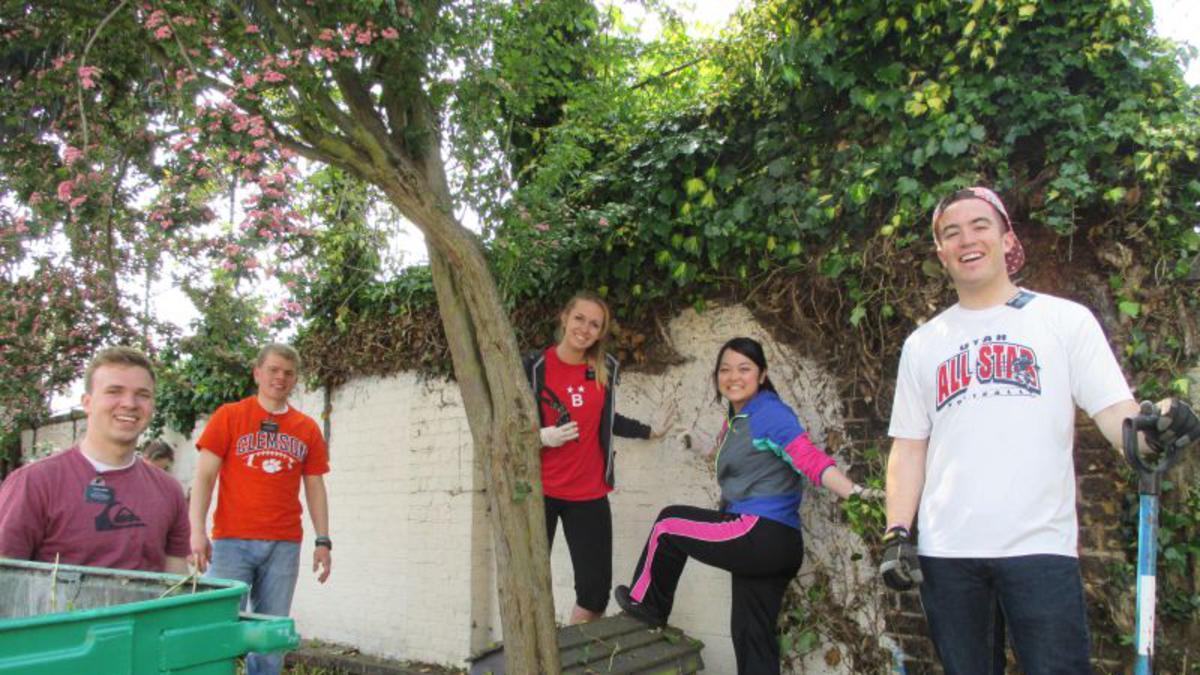 Wandsworth Stake YSA volunteer at Local School