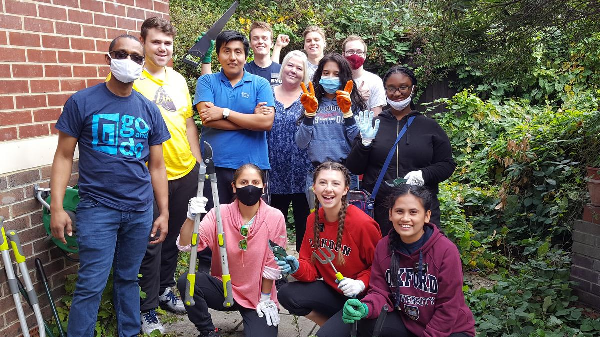 Rise and Reach Volunteers Group Picture