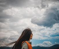 woman looking at the sky