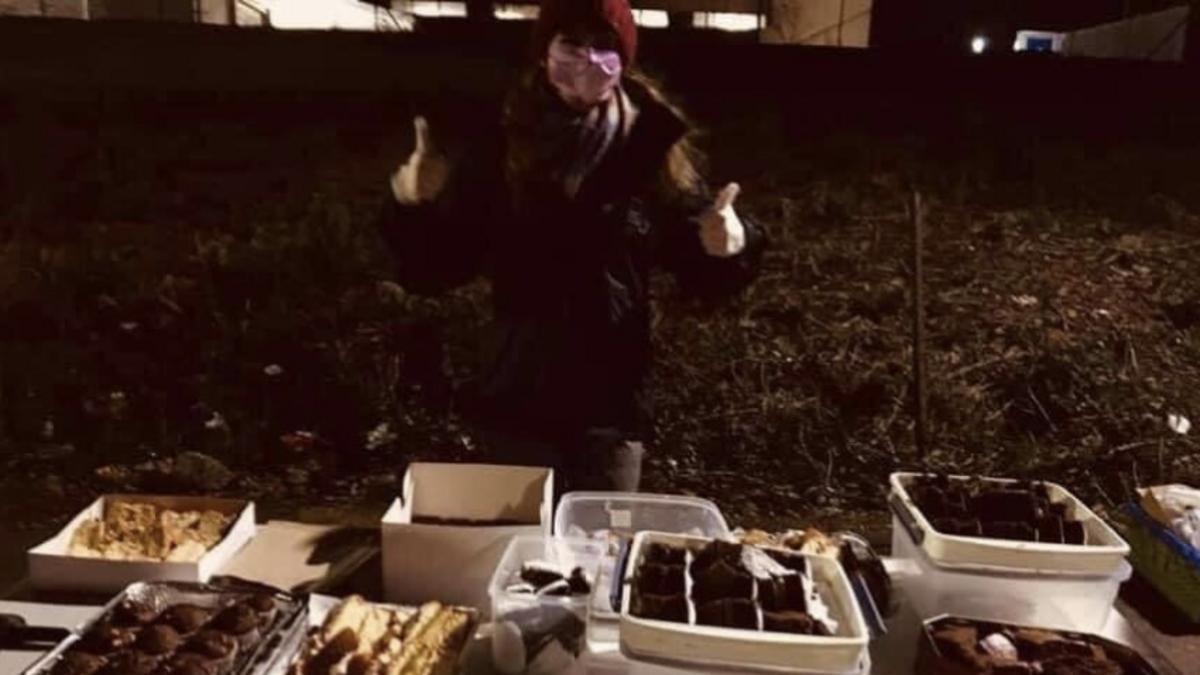 Ssiter Munday serving food