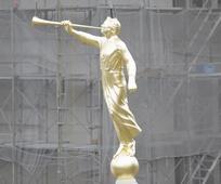 モロナイ像設置 札幌神殿
