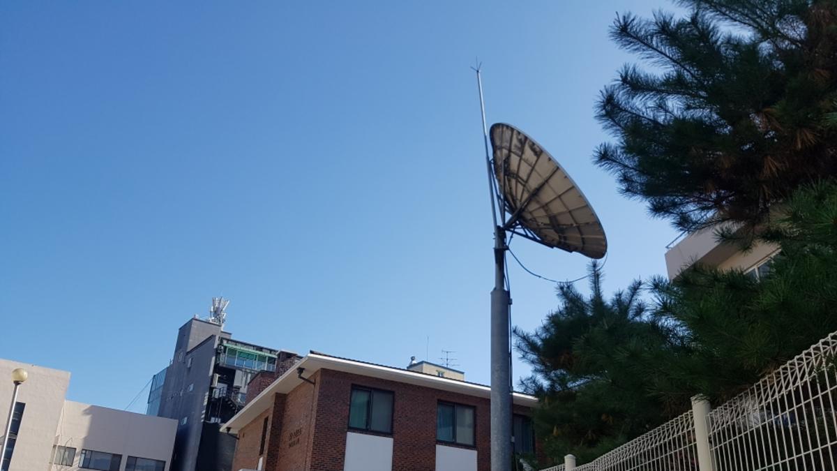 청주스테이크 센터와 위성 수신기