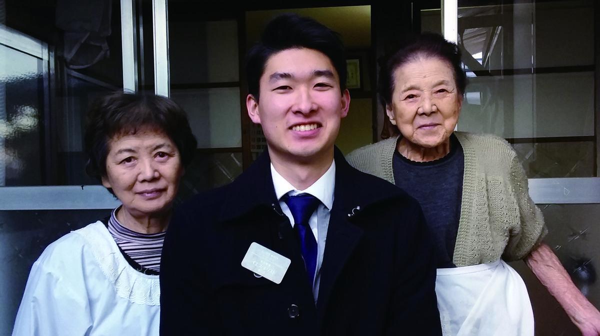 할머니와 증조할머니를 방문한 타쿠토 와다 장로