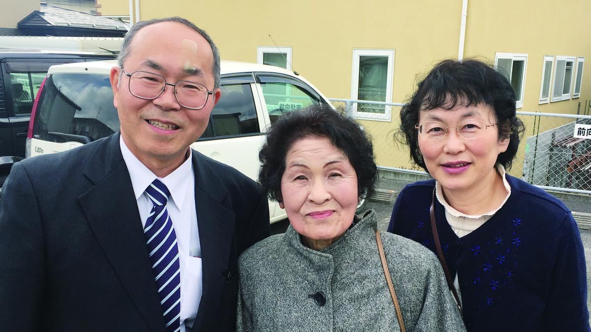 토모코 마츠하시(중앙), 아들 마츠하시 형제와 그의 부인