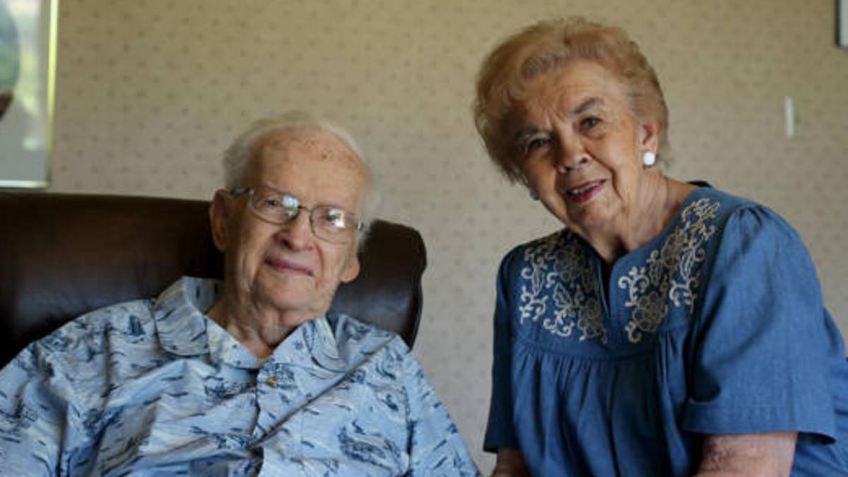 리드와 조이스 닉슨이 오렘에 있는 자택에서 함께 찍은 사진