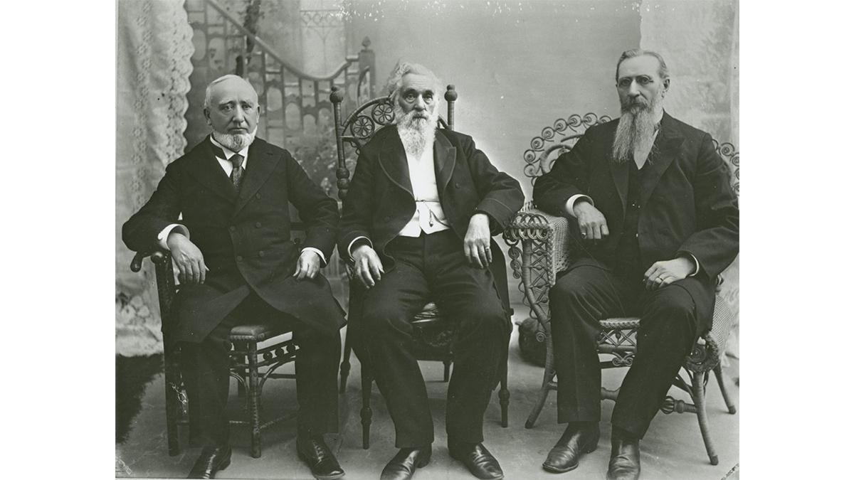 당시 제일회장단: 조지 큐 캐넌(제1보좌), 로렌조 스노우(회장), 조셉 에프 스미스(2보좌), 왼쪽부터