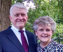 웬델 휠러(Wendell Wheeler) 장로와 그의 아내인 이벳 휠러(Yvette Wheeler) 자매