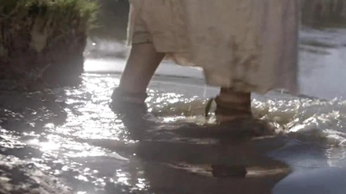 물 위를 걷는 예수 그리스도
