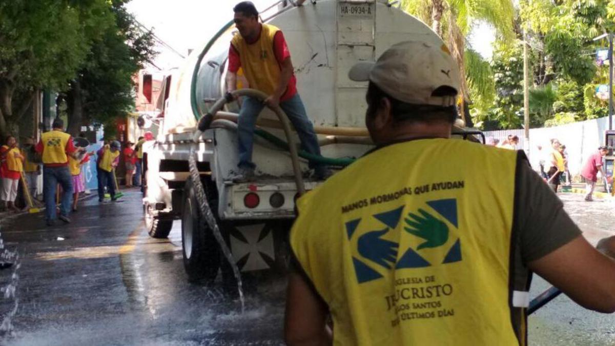Voluntarios de Manos mormonas que ayudan en Morelos, México