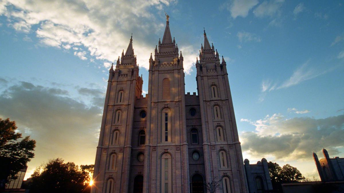 Templo Mormón de Salt Lake fotografiado desde una puesta de sol.