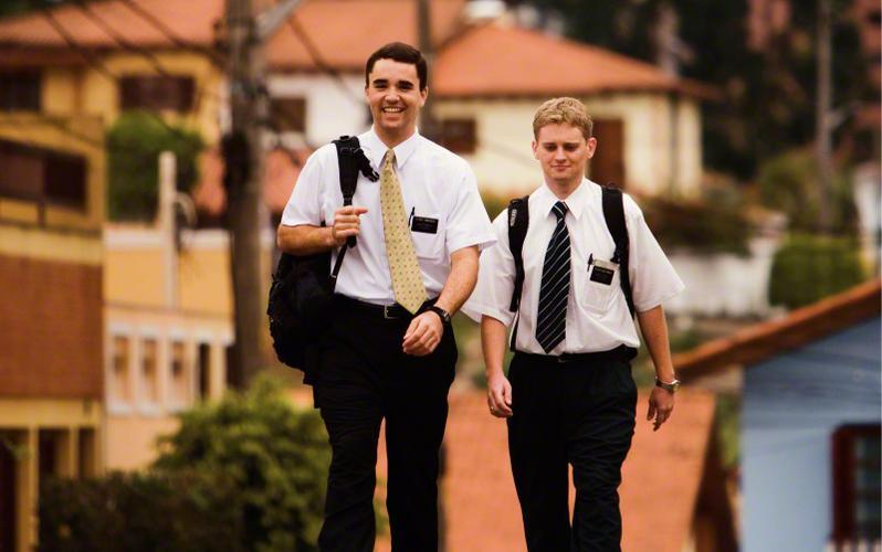 Misioneros caminando
