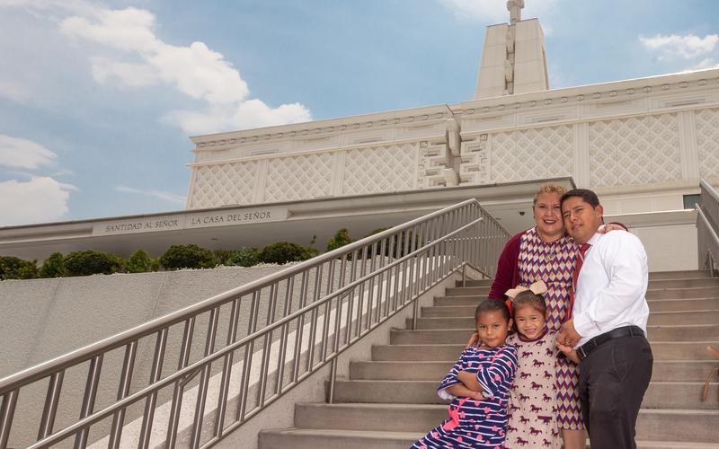 Familia en el Templo de la Ciudad de México