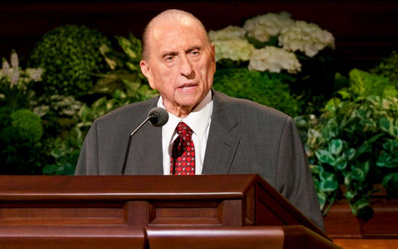 Presidente Monson durante la Conferencia General