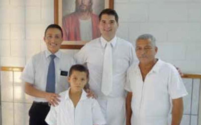 Nuevos miembros SUD de Ecuador en el día de su bautismo.