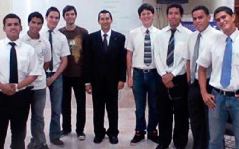 Un grupo de jóvenes SUD