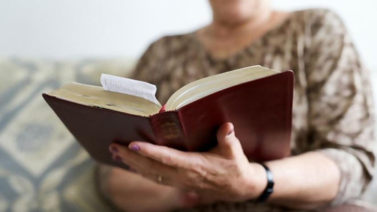 Leer la Biblia puede ayudarnos a comprender más acerca del Espíritu Santo y cómo puede ayudarnos a mejorar nuestras vidas.