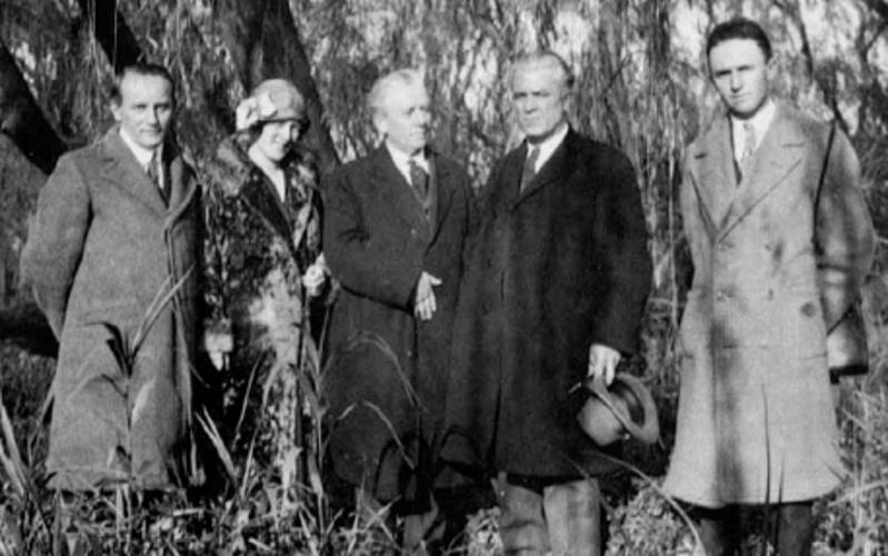 El Élder Melvin J. Ballard dedicando la región para la predicación del evangelio