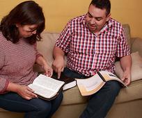 Luis Zepeda y su esposa y la autosuficiencia