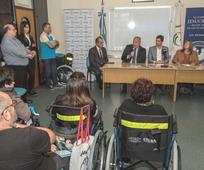 Acto de entrega sillas de ruedas en universidad de La Matanza