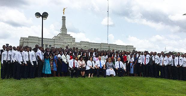 620-among-the-faithful-in-west-africa_3.jpg