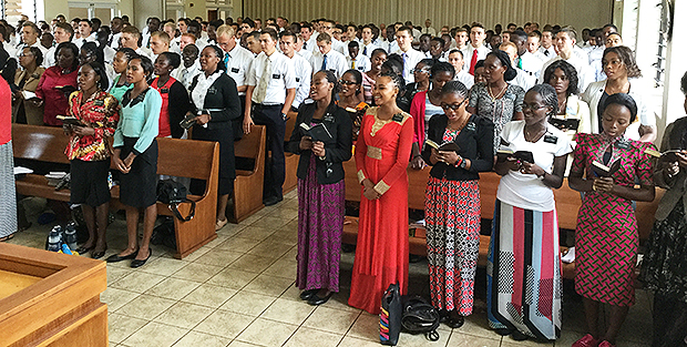 620-among-the-faithful-in-west-africa_5.jpg