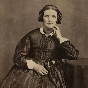 Aproximadamente en la década de 1860. La hermana Horne sirvió como Presidenta de la Asociación de Moderación Cooperativa de Mujeres entre 1870 y 1904, como presidenta de la Sociedad de Socorro de la Estaca Salt Lake entre 1877 y 1903, y como tesorera de la Mesa Directiva General de la Sociedad de Socorro entre 1880 y 1901. También prestó servicio como presidenta del comité ejecutivo del Hospital Deseret entre 1882 y 1894.