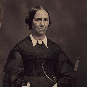 Aproximadamente en 1867. Young prestó servicio como Presidenta General de la Sociedad de Socorro entre 1888 y 1901. También fue la primera directora de las obreras del Templo de Salt Lake, en 1893.