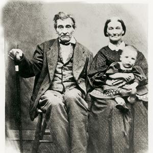 Con un nieto, aproximadamente en 1852. Drusilla Hendricks fue una de las primeras partidarias de la Sociedad de Socorro. Ella rememoraba que, antes de que la Sociedad de Socorro fuera organizada en Nauvoo, soñó que las mujeres tenían reuniones y llevaban registros de su labor. Hendricks se unió a la Sociedad de Socorro de Nauvoo el 14 de abril de 1842, y fue llamada a formar parte de un comité visitante en el Barrio Dos de Nauvoo.