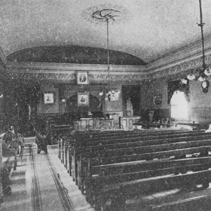 Aproximadamente 1886. En este salón en Salt Lake City se celebraban diferentes tipos de reuniones de mujeres, como las reuniones de moderación o las sesiones de la conferencia de junio de la Asociación de Mejoramiento Mutuo.