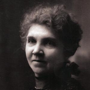 Aproximadamente en la década de 1910. La hermana Flygare prestó servicio como presidenta de la Asociación de Mejoramiento Mutuo de las Mujeres Jóvenes (AMMMJ) de la Estaca Weber entre 1911 y 1922. Además de su servicio en la AMMMJ, sirvió también como la primera presidenta de la Sociedad de Socorro de su barrio. Ella y su esposo, Christian Flygare, participaban activamente en organizaciones de la comunidad y en el gobierno de la ciudad.