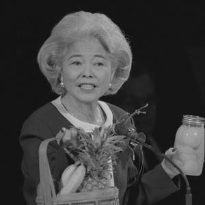 Durante un discurso en la conferencia general en 1996. Okazaki fue una escritora prolífica y una popular oradora. Habiendo sido maestra y directora en una escuela primaria, con frecuencia empleaba ayudas visuales cuando hablaba.