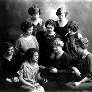 Front row, left to right: Sarah Ellen Richards, Nina Richards, Alice Almira Robinson, Ruby Richards. Middle row, left to right: Lucena Richards, Alice Minerva Richards, Edna Moselle Richards. Back row, left to right: Estella Richards, Mamie Richards. (Church History Library, Salt Lake City. PH 10303)
